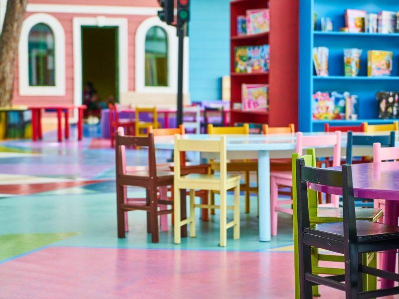 סט שולחן וכסאות ילדים